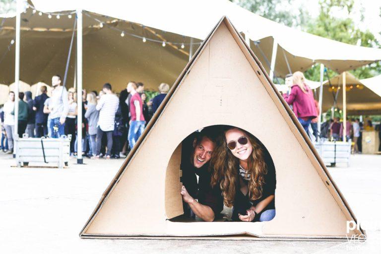 KarTent Zelt aus Karton Festival