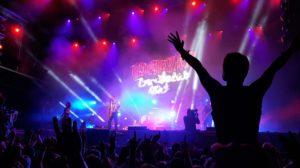 Festival Bühne mit dem Auftritt der Band Broilers auf dem Highfield