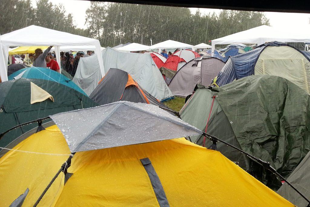 Festival Gadgets - Regen auf Campingplatz