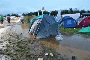 Festival Gadgets - Zelt im Wasser nach Unwetter